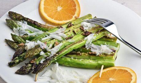 insalata di asparagi con arancia e formaggio di capra